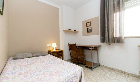 Private room for rent from 01 Feb 2020 (Calle Marqués de Mondéjar, Granada)