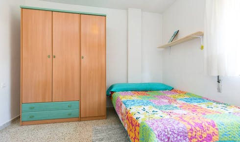 Room for rent from 01 Jul 2018 (Calle Marqués de Mondéjar, Granada)