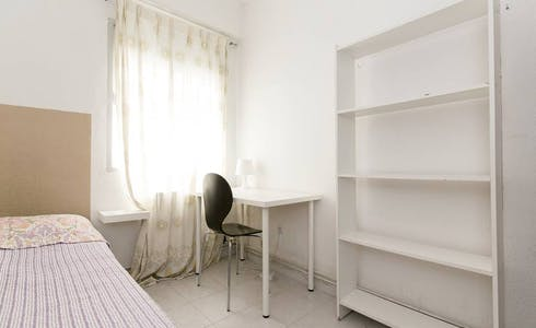 Room for rent from 31 Jan 2018  (Calle Seminario, Granada)