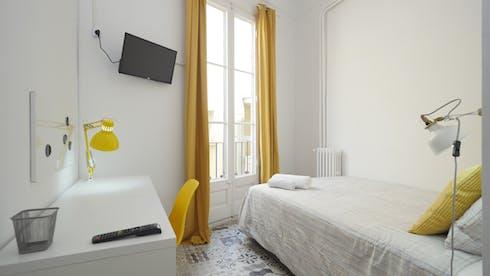 Privatzimmer zur Miete von 01 Jul 2020 (Carrer Gran de Gràcia, Barcelona)