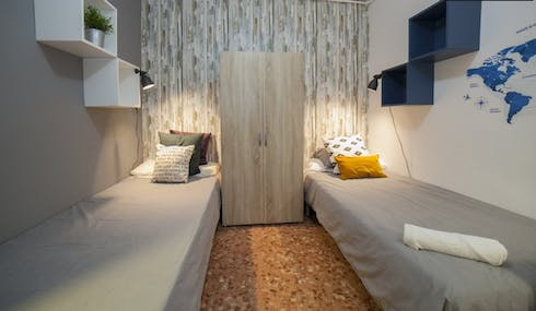 Private room for rent from 01 Jul 2019 (Carrer de Roger de Llúria, Barcelona)