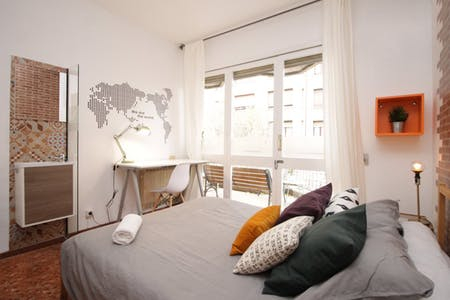 Private room for rent from 17 Dec 2018 (Carrer de Roger de Llúria, Barcelona)
