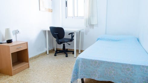 Room for rent from 01 Feb 2018 till 01 Aug 2018 (Plaça del Poeta Vicente Gaos, Valencia)
