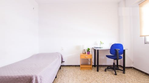 Room for rent from 05 Feb 2018 (Carrer de Pere Aleixandre, Valencia)