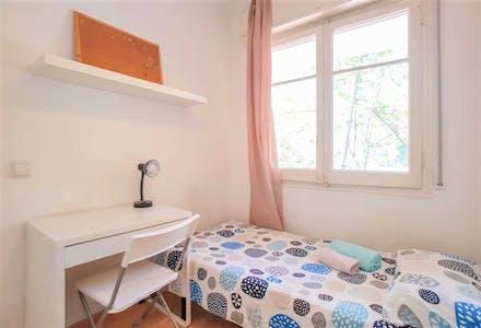 Private room for rent from 02 Jul 2019 (Avinguda de Gaudí, Barcelona)