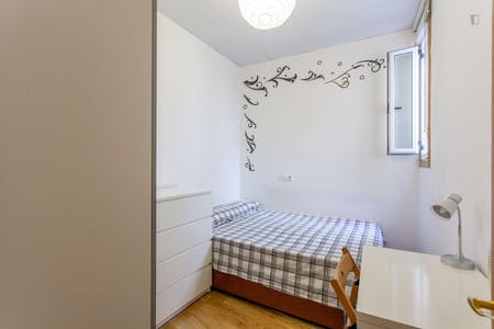 Room for rent from 01 May 2018 (Calle Mesonero Romanos, Madrid)