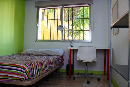 Room for rent from 01 Feb 2018 (Calle Porvenir, Sevilla)